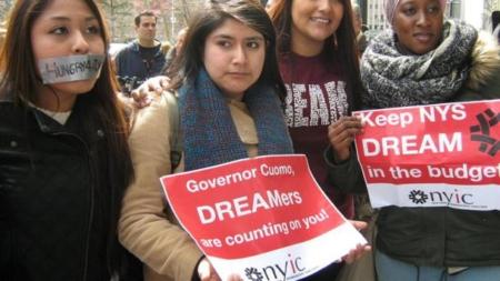 Inmigrantes demandan a consejo escolar por no permitirles acceso a escuelas