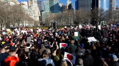 Las grandes ciudades se levantan contra la orden de inmigración de Trump