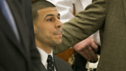 Dan último adiós a Aaron Hernández en un funeral privado