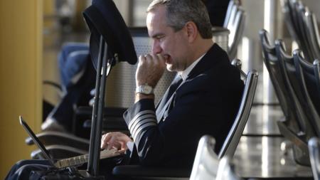 EE.UU. estudia prohibir los computadores portátiles en vuelos desde Europa