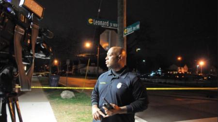 Tres arrestados en incidente donde mujer apuntó un arma larga a vecinos