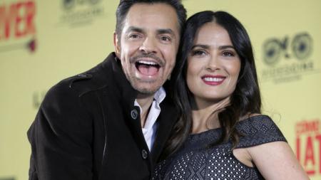 Hayek y Derbez celebran que su película enorgullezca a los latinos en EE.UU.