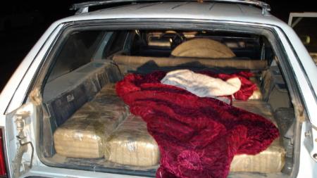 Decomisan una tonelada de marihuana en interior de vehículo de dos mexicanos