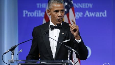 """Obama pide """"coraje político"""" para salvar su ley de salud en el Congreso"""