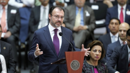"""México expresa """"preocupación"""" por ley que prohíbe ciudades santuario en Texas"""