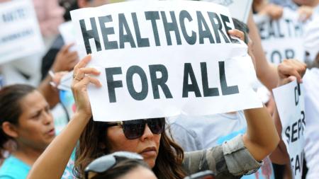 """Enferma ante el Senado: Ley de salud de Trump """"me pondría en silla de ruedas"""""""