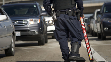 Sentencian agente CBP que pasaba indocumentados por dinero y favores sexuales