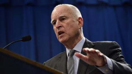 Buscan convencer a gobernador California para firmar ley de estado santuario