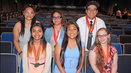 Estudiantes hispanos entre más destacados de Kelloggsville