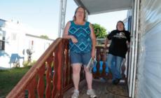 Madre de niño de 4 años muerto, arrestada por asaltar a familiar