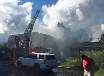 Apartamentos destruidos en incendio en Walker