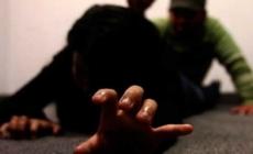 Hombre ataca sexualmente a mujer mientras ella dormía