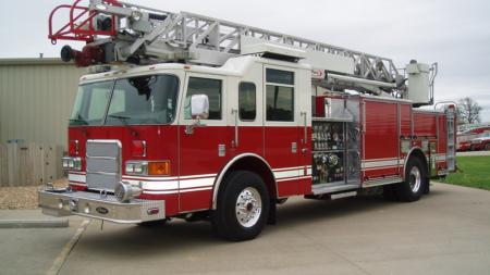 Senadores Stabenow, Peters anuncian su apoyo para el cuerpo de bomberos de Wyoming