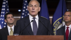 """Demócratas hispanos presionan a Kelly para evitar la expulsión de """"dreamers"""""""