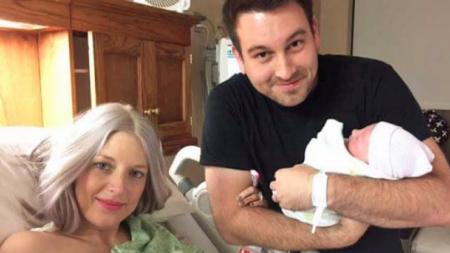 Increíble apoyo para mujer que muere después de dar a luz
