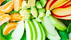Ensalada de espinacas con frutas y aguacate