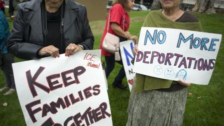 Padre arrestado cerca de escuela de su hija se salva de deportación inmediata