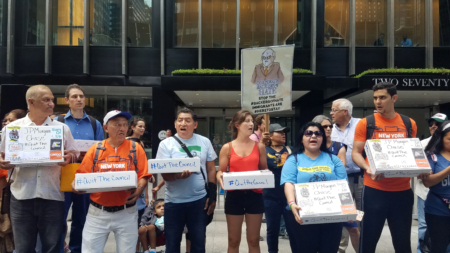 Miles de firmas piden al Chase y Blackstone que dejen de cooperar con Trump