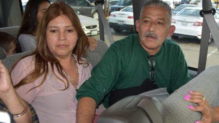 Liberan a inmigrante que fue detenido cuando llevaba a su hija a la escuela