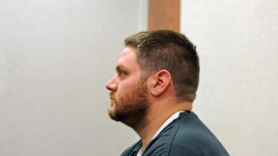 Profesor a juicio por intentar matar esposa, tuvo sexo con joven