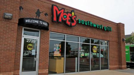 Policía busca sospechoso en asalto de pareja en restaurante tejano-mexicano