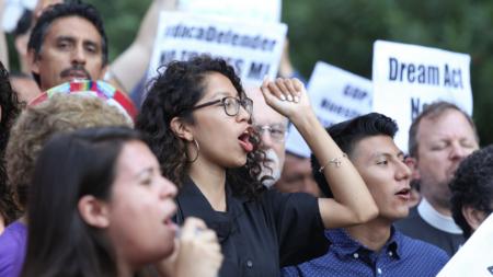 Legislatura de California destinará fondos para beneficiaros de DACA