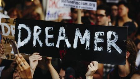 """Activistas temen que más """"dreamers"""" sean detenidos en retenes de inmigración"""