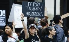 """Decenas piden a congresista que los """"soñadores"""" no sean """"carnada"""" para muro"""