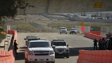 Muro fronterizo de Trump inicia con prototipos pero sin recursos para el real