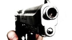 Policía busca dos sospechosos por asalto en gasolinera