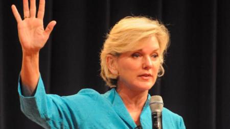 Exgobernadora Granholm llama a mujeres a liderar