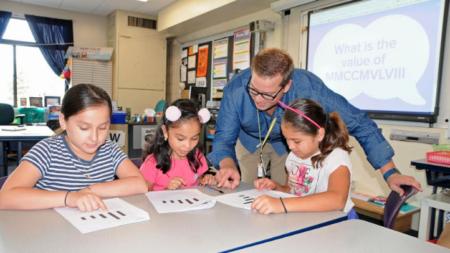 Maestros locales reciben instrucción para mejorar aprendizaje