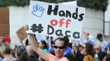 Caucus Hispano del Congreso insiste al DHS en extender renovación de DACA