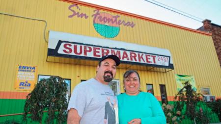 """Sin Fronteras: """"Su tienda de abarrotes de confianza"""""""