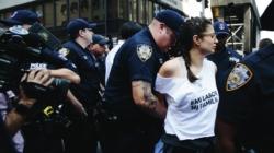 Demandan a Policía por retener a inmigrantes sin una orden judicial