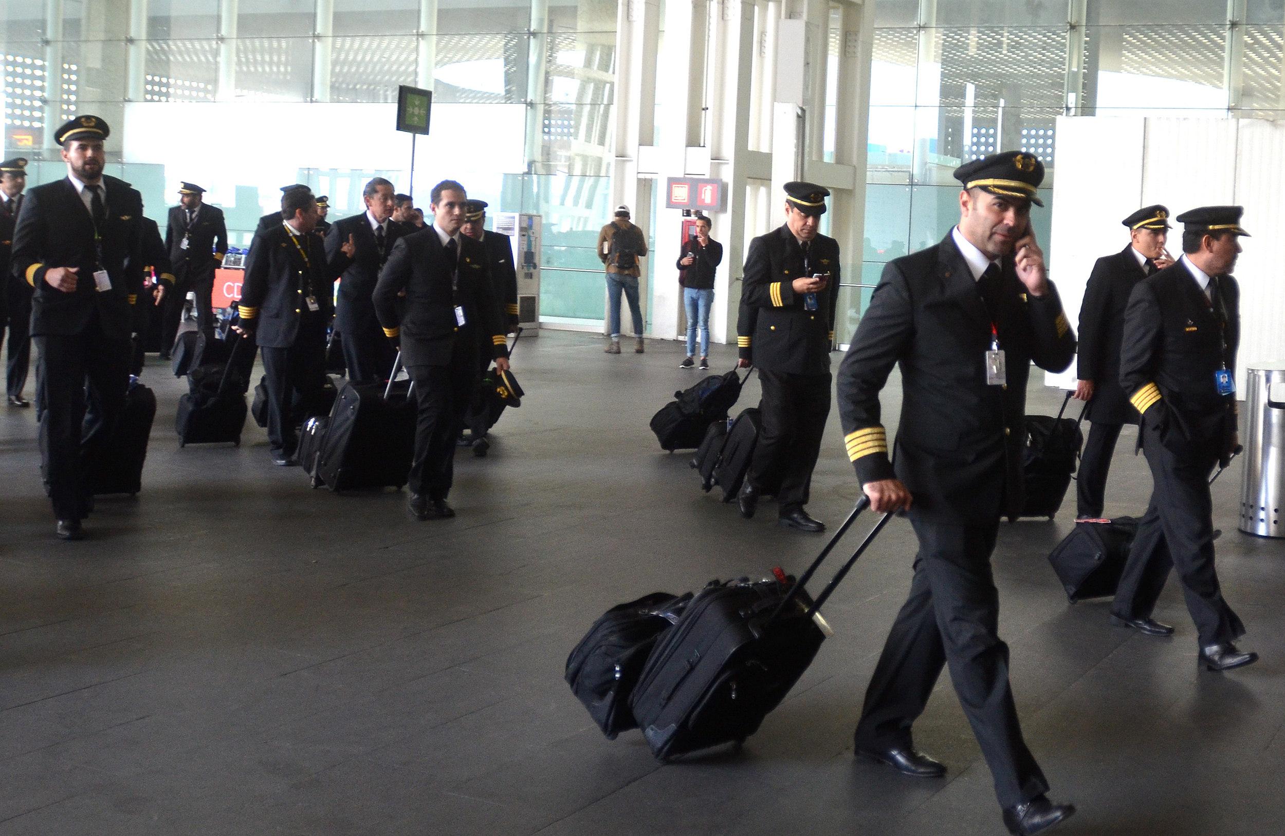 Más de medio centenar de vuelos cancelados por protesta de pilotos ...