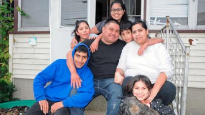 Mexicano de Kentwood arrestado por ICE reunido con familia
