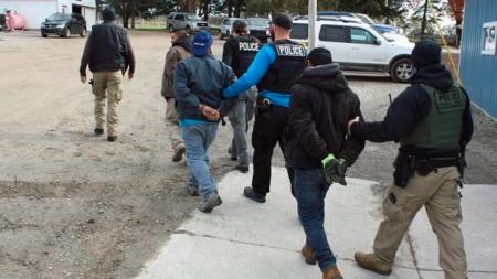 ICE arresta a 13 guatemaltecos y 5 mexicanos en su trabajo