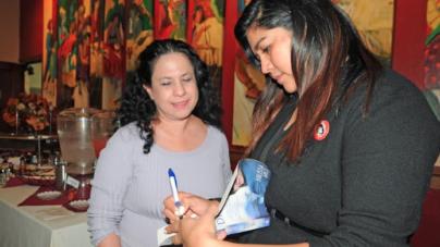 Inmigrante sobresaliente comparte historia exitosa