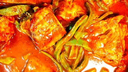Costillas de cerdo en chile rojo