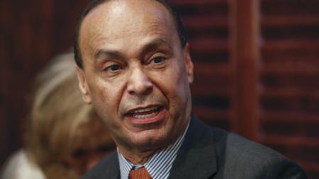 """Gutiérrez: Es hora que un presidente latino acabe con era de """"terror"""" en EEUU"""