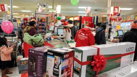 Rodríguez Supermarket agradece a su clientela con rifas de regalos