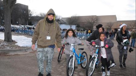 Más de 1,000 niños en GR reciben sorpresa, bicicletas nuevas