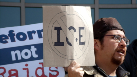 Organizaciones piden dimisión del director de ICE por polémicas declaraciones