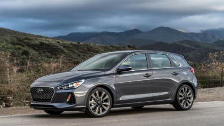 """Hyundai le agrega """"chile"""" al Elantra GT."""