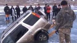 Hombre muere cuando su vehículo rompe el hielo en un lago