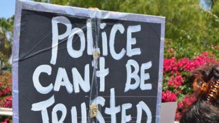 Protestan en San Francisco por muerte de hispano a manos de la policía