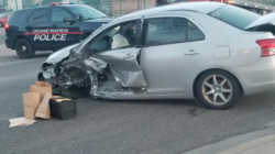 Hombre Hispano roba auto y causa un accidente