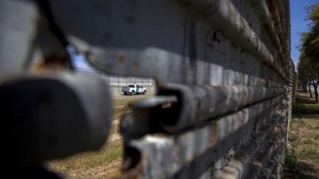 """Fiscal general cree militarización puede resolver """"crisis"""" fronteriza"""