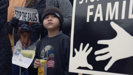 """Madres en """"santuario"""" piden a Trump poder estar con sus familias"""